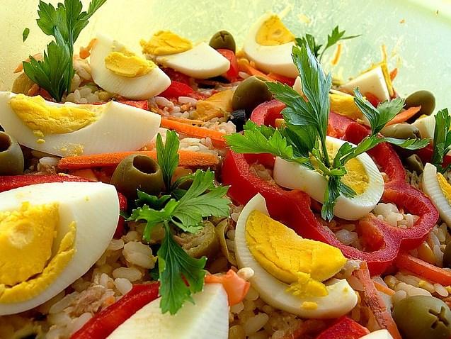Летний рисовый салат – секреты приготовления