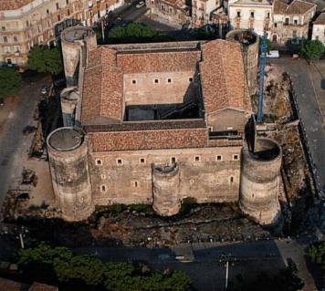 Замок Урсино в Катании (Castello Ursino)
