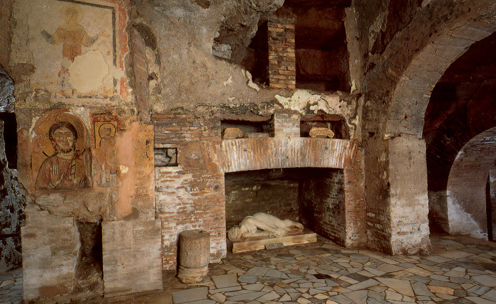 roman catacombs Catacombs of rome the catacombs of rome (italian: catacombe di roma) are ancient catacombs, underground burial places under rome, italy, of which there are at least forty, some discovered only in recent decades.