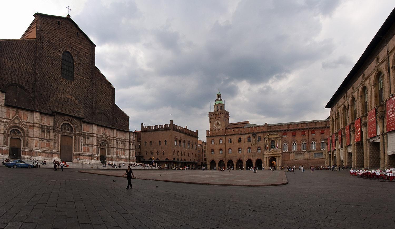 Главная площадь (Piazza Maggiore)